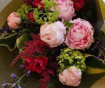 母の日の花束(大輪の芍薬と季節花)