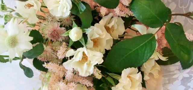 バラ・オードリーとピンクのアスチルベの花束
