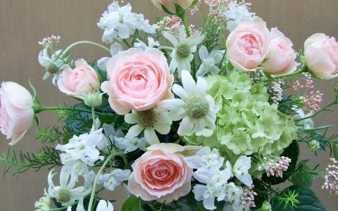 バラ・ビンテージピンクとフランネルフラワーのアレンジメント