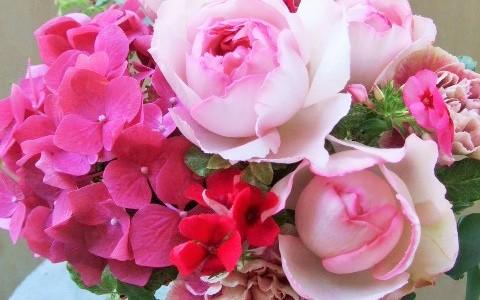 バラ・ピンクイヴピアッチェと紫陽花のアレンジメント