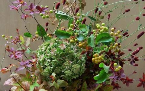 秋色紫陽花と吾亦紅のアレンジメント