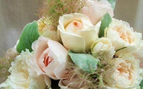 スモークツリーとバラのバンチブーケ