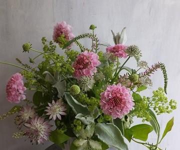 母の日のアレンジメント(草花ミックス、ピンク&グリーン)