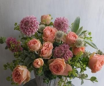 母の日のアレンジメント(薔薇と草花、アンティークカラー)