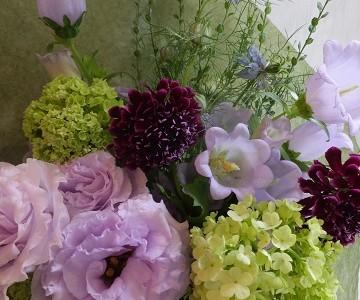 母の日の花束(トルコキキョウと季節花)
