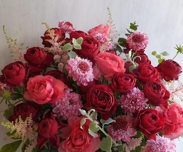母の日のアレンジメント(赤バラと暖色系ミックス)