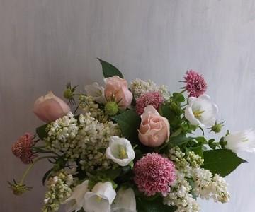 母の日のアレンジメント(ライラックと薔薇、ホワイト&ピンク)
