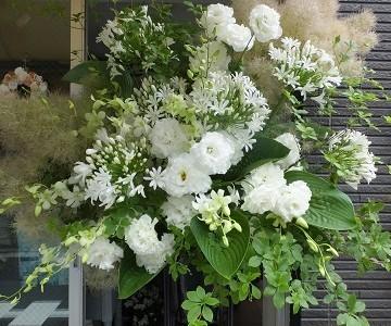 白とグリーンのスタンド花