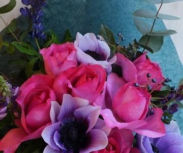 薔薇イヴピアッチェとアネモネの花束