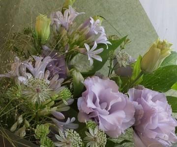 トルコキキョウ&グリーンミックスの花束