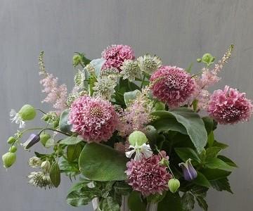 母の日のアレンジメント(スカビオサと草花ミックス・ピンク&グリーン)