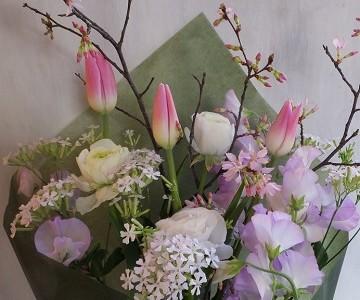 桜とチューリップの花束