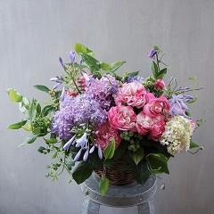 母の日のアレンジメント(バラと季節花)