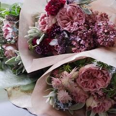 母の日の花束(シックな色のバラと季節花のシックなブーケ)