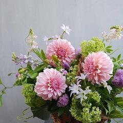 母の日のアレンジメント(ダリアと季節花)